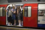 Video αποκαλύπτει πόσο βρώμικο είναι το μετρό