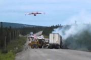 Υδροπλάνο σβήνει φωτιά από τροχαίο