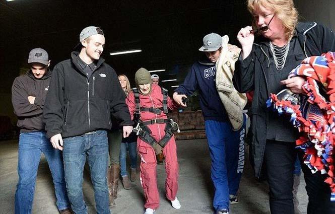 100χρονη γιόρτασε τα γενέθλια της κάνοντας skydiving (1)