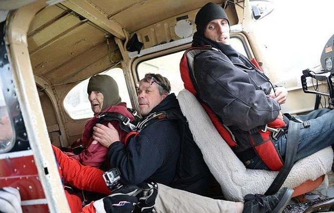 100χρονη γιόρτασε τα γενέθλια της κάνοντας skydiving (2)