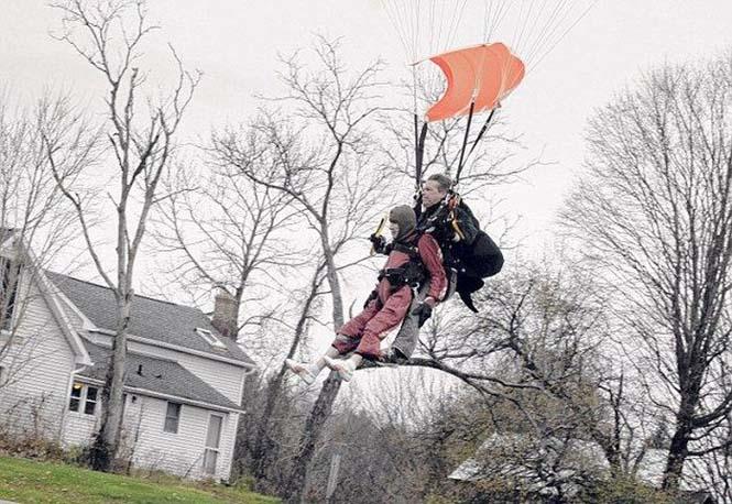 100χρονη γιόρτασε τα γενέθλια της κάνοντας skydiving (5)