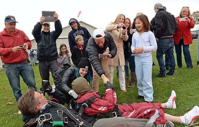 100χρονη γιόρτασε τα γενέθλια της κάνοντας skydiving (8)