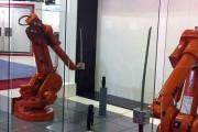 Δυο ρομπότ σε επίδειξη ξιφομαχίας