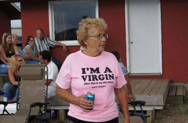 Ηλικιωμένοι με αστεία μπλουζάκια (6)