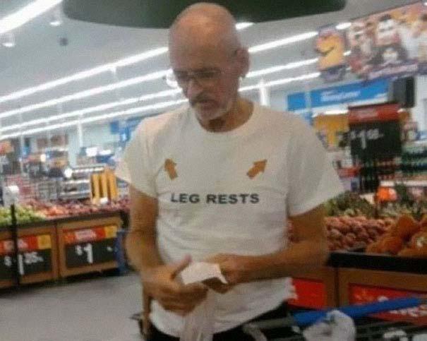 Ηλικιωμένοι με αστεία μπλουζάκια (7)