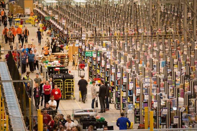 Μια αποθήκη της Amazon ένα μήνα πριν τα Χριστούγεννα (3)
