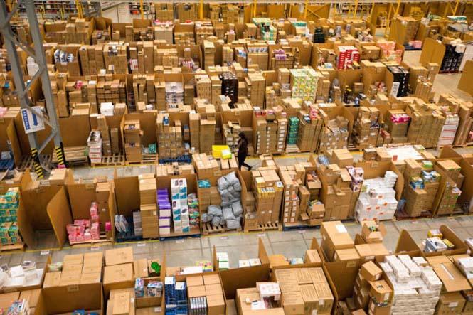 Μια αποθήκη της Amazon ένα μήνα πριν τα Χριστούγεννα (6)