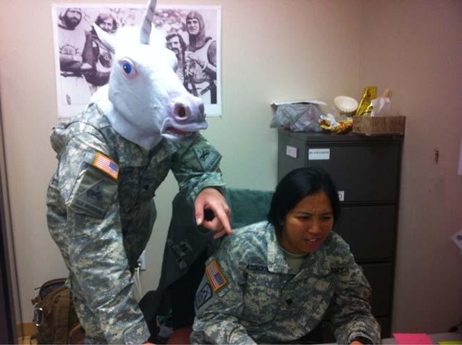 Όταν οι στρατιώτες διασκεδάζουν... (14)
