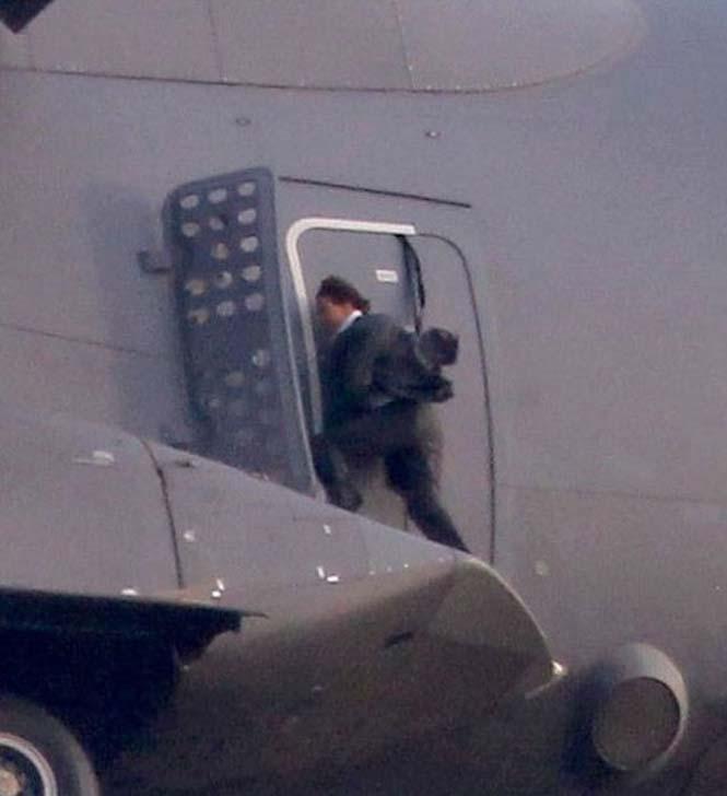 Ο Tom Cruise αψηφά το θάνατο σε ένα stunt για τη νέα του ταινία (13)