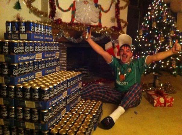 Άνθρωποι που το παράκαναν με το χριστουγεννιάτικο κλίμα (6)