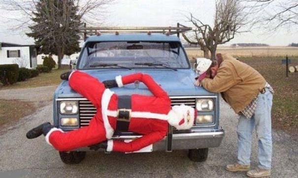 Άνθρωποι που το παράκαναν με το χριστουγεννιάτικο κλίμα (12)