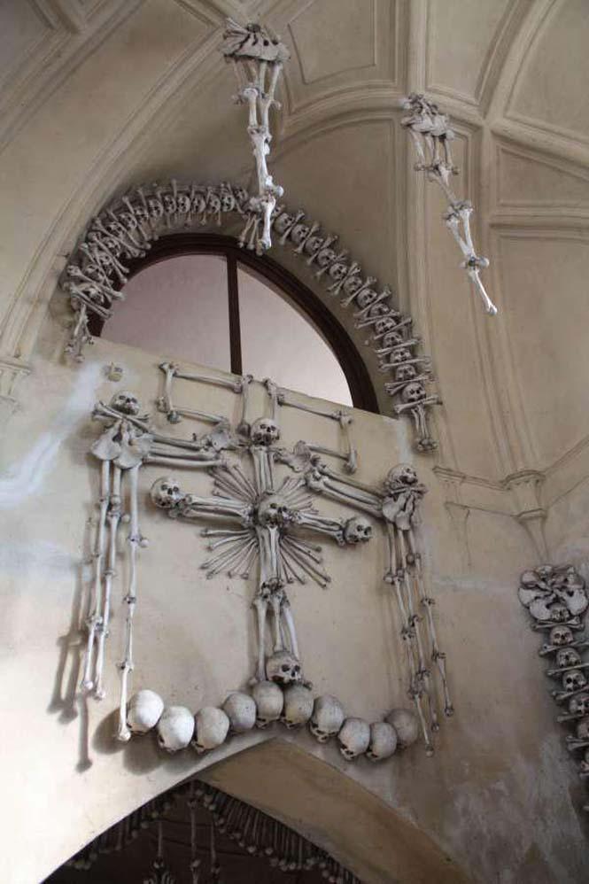 Εκκλησία που προκαλεί εφιάλτες (4)