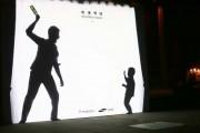 Έξυπνη καμπάνια για την ευαισθητοποίηση σχετικά με την κακοποίηση των παιδιών που αλληλεπιδρά με τους περαστικούς (1)