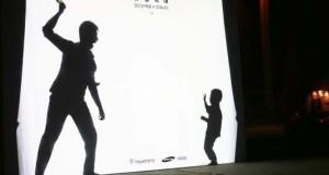 Έξυπνη καμπάνια για την ευαισθητοποίηση σχετικά με την κακοποίηση των παιδιών που αλληλεπιδρά με τους περαστικούς