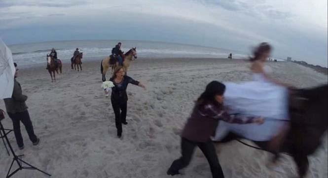 Η φωτογράφηση γάμου με άλογο δεν είναι πάντα καλή ιδέα (4)