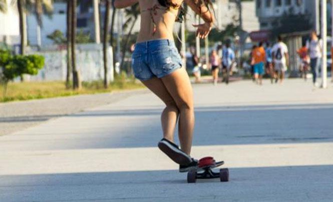 Το κορίτσι από τη Βραζιλία που χορεύει κάνοντας πατίνι