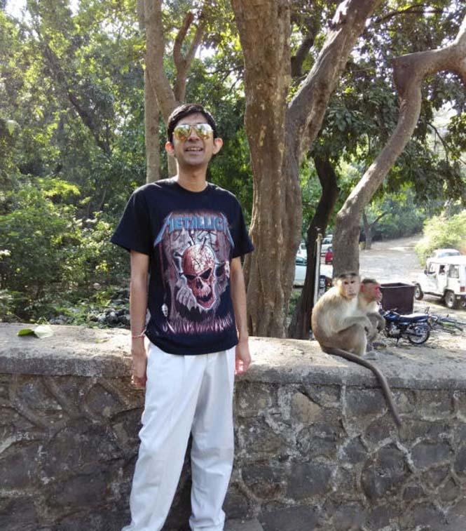 Μαϊμούδες έκαναν την φωτογραφία ενός νεαρού πραγματικά αξέχαστη (1)
