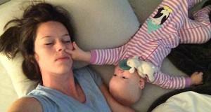 Η… άνιση μάχη του να προσπαθείς να κοιμηθείς με ένα μωρό (Video)