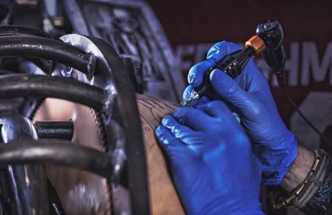 Μοτοσυκλέτα με τατουάζ (3)