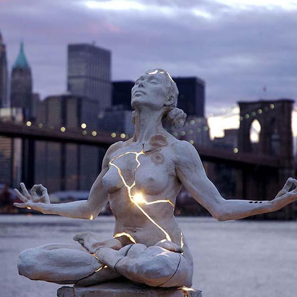 Παράξενα γλυπτά & αγάλματα (1)
