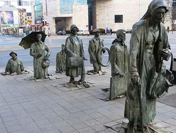 Παράξενα γλυπτά & αγάλματα (7)