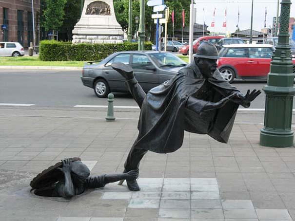 Παράξενα γλυπτά & αγάλματα (12)