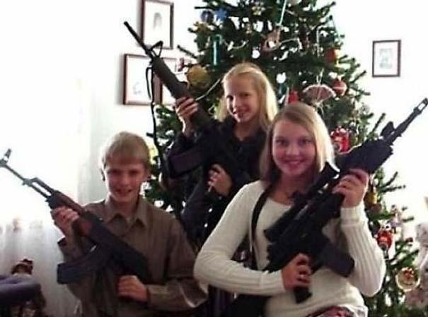 30 από τις πιο περίεργες χριστουγεννιάτικες οικογενειακές φωτογραφίες (8)