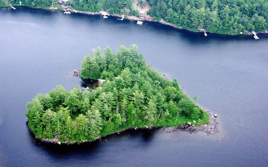 Νησάκι σε σχήμα καρδιάς | Φωτογραφία της ημέρας