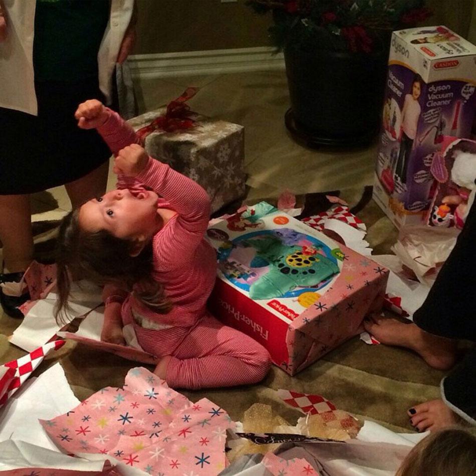 Επική αντίδραση σε άνοιγμα χριστουγεννιάτικου δώρου | Φωτογραφία της ημέρας