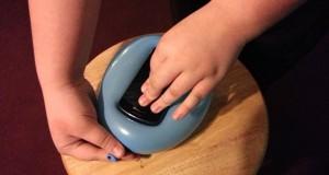 Πως να φτιάξετε μια θήκη για το κινητό χρησιμοποιώντας ένα μπαλόνι (Video)