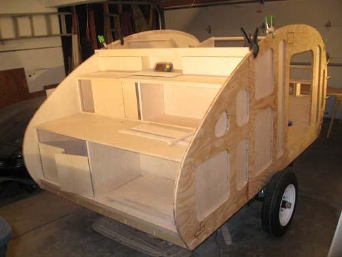 Βήμα βήμα η κατασκευή ενός εντυπωσιακού μικρού τροχόσπιτου (16)