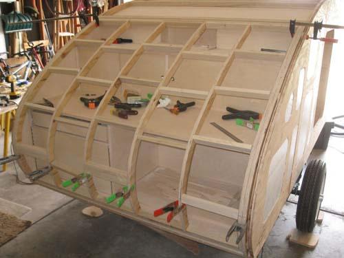 Βήμα βήμα η κατασκευή ενός εντυπωσιακού μικρού τροχόσπιτου (22)