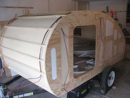 Βήμα βήμα η κατασκευή ενός εντυπωσιακού μικρού τροχόσπιτου (25)