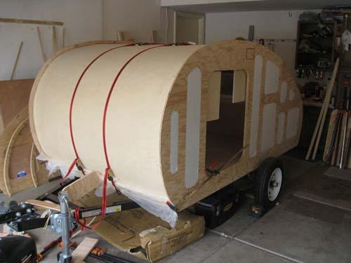 Βήμα βήμα η κατασκευή ενός εντυπωσιακού μικρού τροχόσπιτου (17)