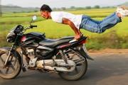Yoga πάνω σε μοτοσυκλέτα