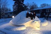 Κάθε χρόνο αυτά τα τρία αδέρφια δημιουργούν εκπληκτικά γλυπτά από χιόνι στην αυλή τους (6)