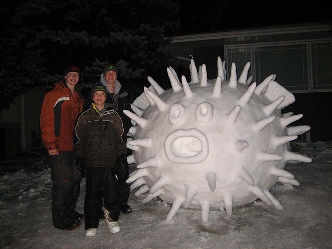Κάθε χρόνο αυτά τα τρία αδέρφια δημιουργούν εκπληκτικά γλυπτά από χιόνι στην αυλή τους (7)