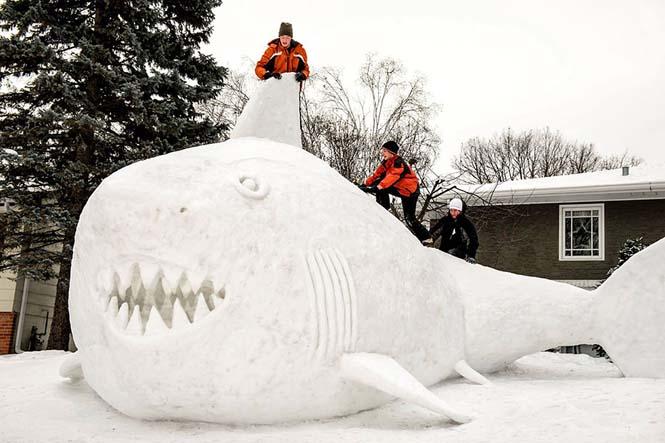 Κάθε χρόνο αυτά τα τρία αδέρφια δημιουργούν εκπληκτικά γλυπτά από χιόνι στην αυλή τους (8)