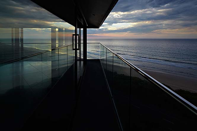 Αυτό το απίστευτο σπίτι στην Αυστραλία μοιάζει σαν να επιπλέει στην θάλασσα (12)