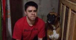 Αποφάσισε να μιμηθεί κάθε κίνηση του σκύλου του. Δείτε το ξεκαρδιστικό αποτέλεσμα! (Video)