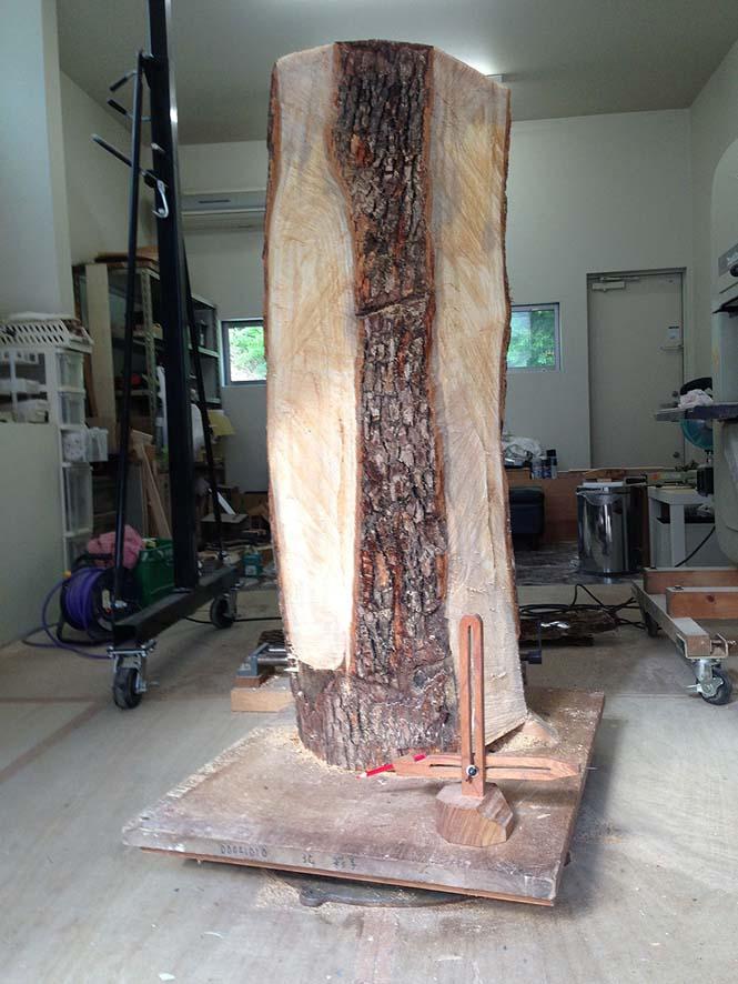 Ιάπωνας γλύπτης δείχνει πως μετατρέπει το ξύλο σε σουρεαλιστικά αγάλματα (1)