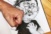 Καλλιτέχνης παλεύει με τις δημιουργίες του (1)