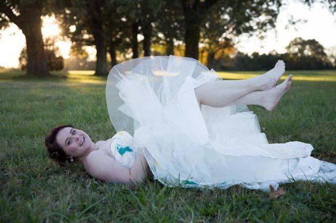 Όταν ο γαμπρός την παράτησε στα σκαλιά της εκκλησίας, αυτή η νύφη αποφάσισε να το διασκεδάσει (9)