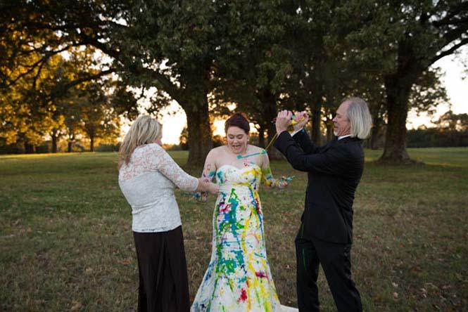 Όταν ο γαμπρός την παράτησε στα σκαλιά της εκκλησίας, αυτή η νύφη αποφάσισε να το διασκεδάσει (13)