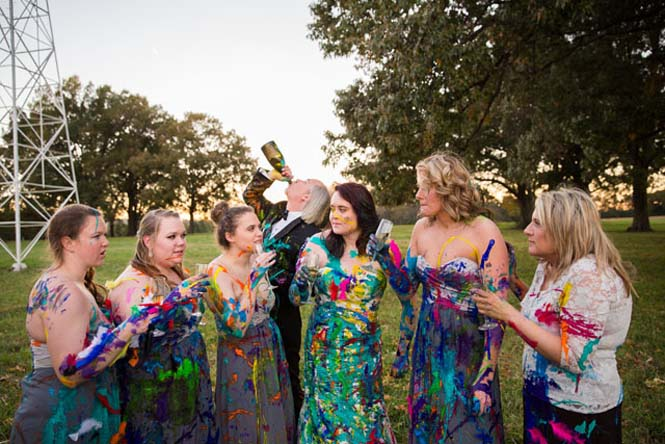 Όταν ο γαμπρός την παράτησε στα σκαλιά της εκκλησίας, αυτή η νύφη αποφάσισε να το διασκεδάσει (25)