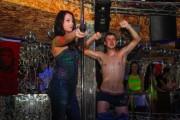 Περίεργα και αστεία σκηνικά σε clubs της Ρωσίας (1)