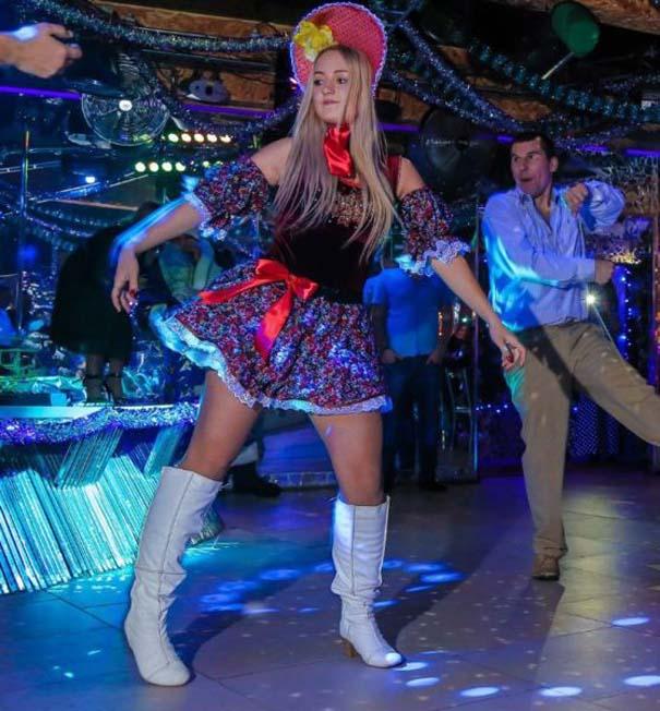 Περίεργα και αστεία σκηνικά σε clubs της Ρωσίας (11)