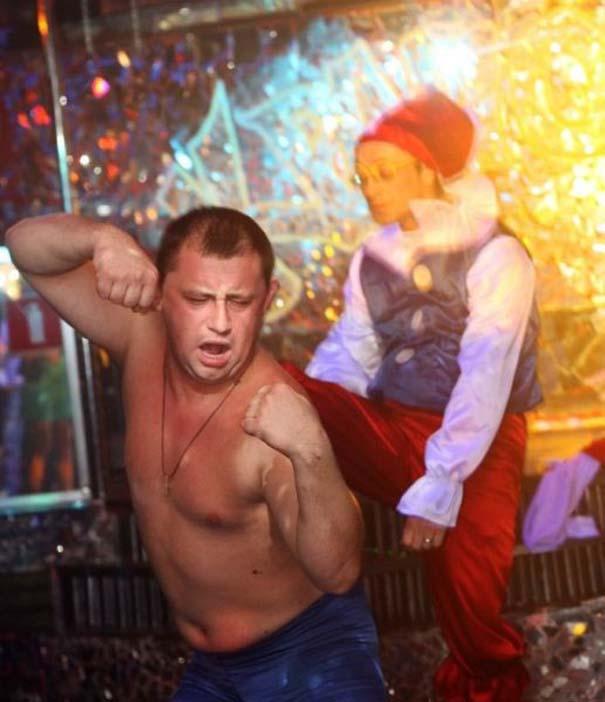 Περίεργα και αστεία σκηνικά σε clubs της Ρωσίας (12)