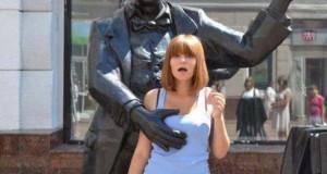 Ποζάροντας με αγάλματα #12