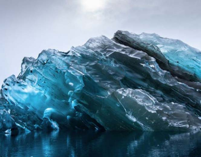 Σπάνιες φωτογραφίες ενός αναποδογυρισμένου παγόβουνου (4)
